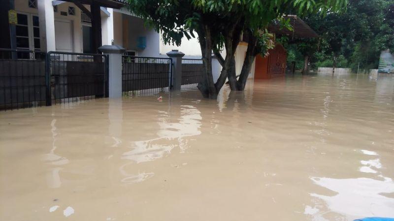 https: img.okeinfo.net content 2019 04 29 337 2049369 banjir-bandang-sungai-cikeas-sudah-diprediksi-pakar-hidrologi-P3pLTir6Tg.jpg