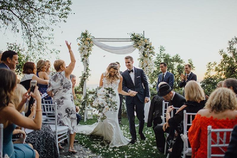 https: img.okeinfo.net content 2019 04 30 194 2050005 intimate-wedding-jadi-tren-pernikahan-yang-mulai-diburu-generasi-milenial-gD1UBlbfXy.jpg