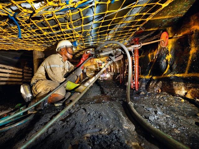 https: img.okeinfo.net content 2019 05 01 18 2050295 1-800-pekerja-tambang-afrika-selatan-terjebak-di-bawah-tanah-26djYMjqoJ.jpg