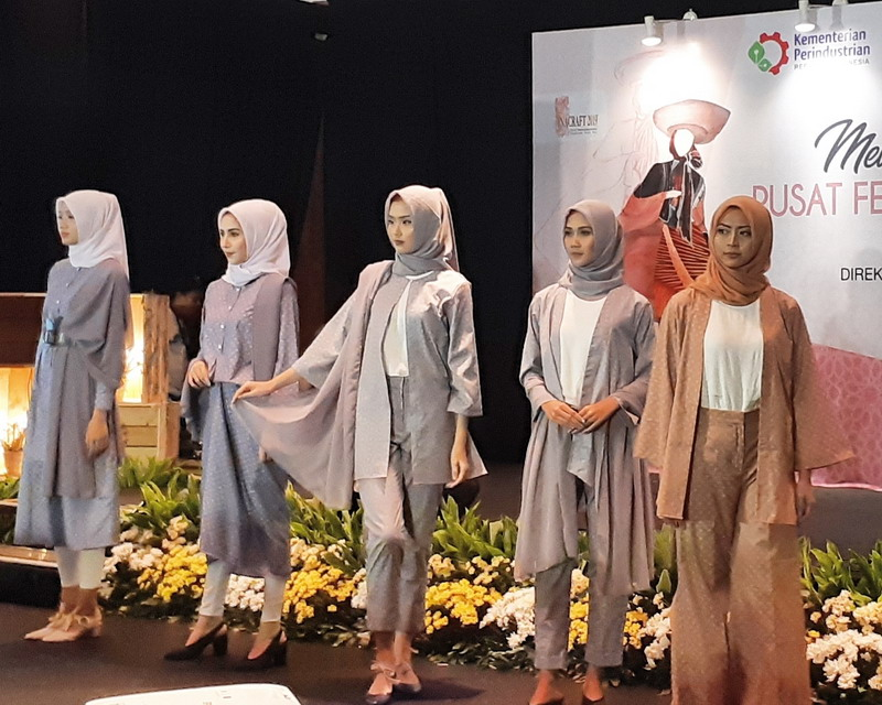 https: img.okeinfo.net content 2019 05 01 194 2050356 indonesia-disiapkan-jadi-pusat-fashion-muslim-dunia-pada-2020-27t6nEEecb.jpg