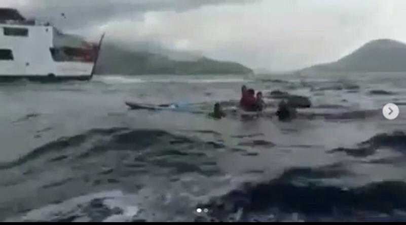 https: img.okeinfo.net content 2019 05 01 340 2050206 viral-video-dramatis-perjuangan-orangtua-selamatkan-anak-yang-nyaris-tenggelam-MClpNK63LA.jpg