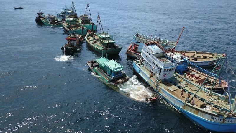 https: img.okeinfo.net content 2019 05 05 337 2051680 13-kapal-ikan-ilegal-asal-vietnam-dimusnahkan-di-kalimantan-barat-SkcTphma0w.jpeg