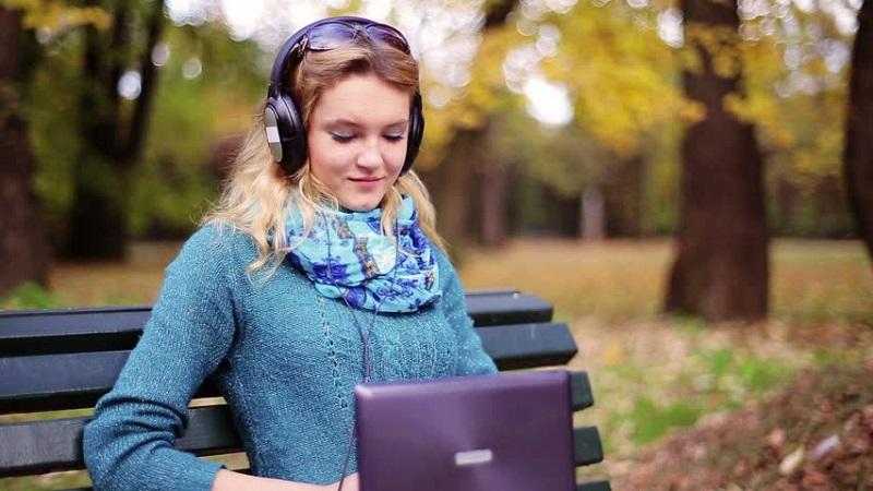 https: img.okeinfo.net content 2019 05 05 612 2051617 5-jenis-musik-ini-dapat-tingkatkan-fokus-dan-produktivitas-DM42zQOJva.jpg