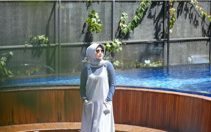 https: img.okeinfo.net content 2019 05 06 194 2052325 gaya-pedangdut-ira-swara-dalam-balutan-hijab-bikin-makin-semangat-Uv6pXZxdsL.jpg