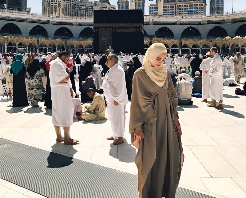 https: img.okeinfo.net content 2019 05 06 617 2052097 sambut-ramadan-5-penampilan-artis-cantik-berhijab-ini-bikin-hati-adem-w8ulqOmwmg.jpg