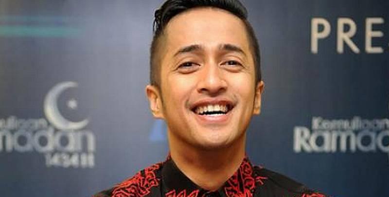 https: img.okeinfo.net content 2019 05 07 194 2052765 tampilan-baju-koko-ala-irfan-hakim-keren-dengan-motif-batik-ZEYRXAPIRb.jpg