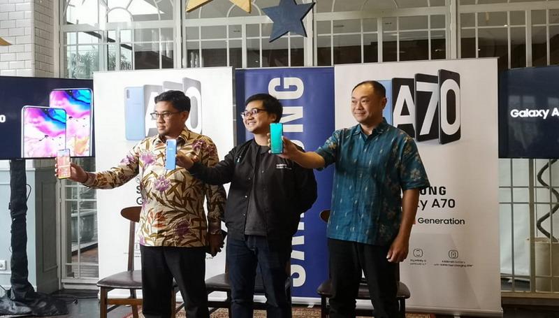 https: img.okeinfo.net content 2019 05 07 57 2052691 resmi-meluncur-di-indonesia-galaxy-a70-bawa-fitur-flagship-galaxy-s10-gRbijJk3pB.jpg
