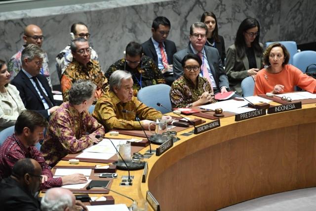 https: img.okeinfo.net content 2019 05 08 18 2052940 batik-mendominasi-dalam-sidang-dewan-keamanan-pbb-0cuEiO736y.jpg