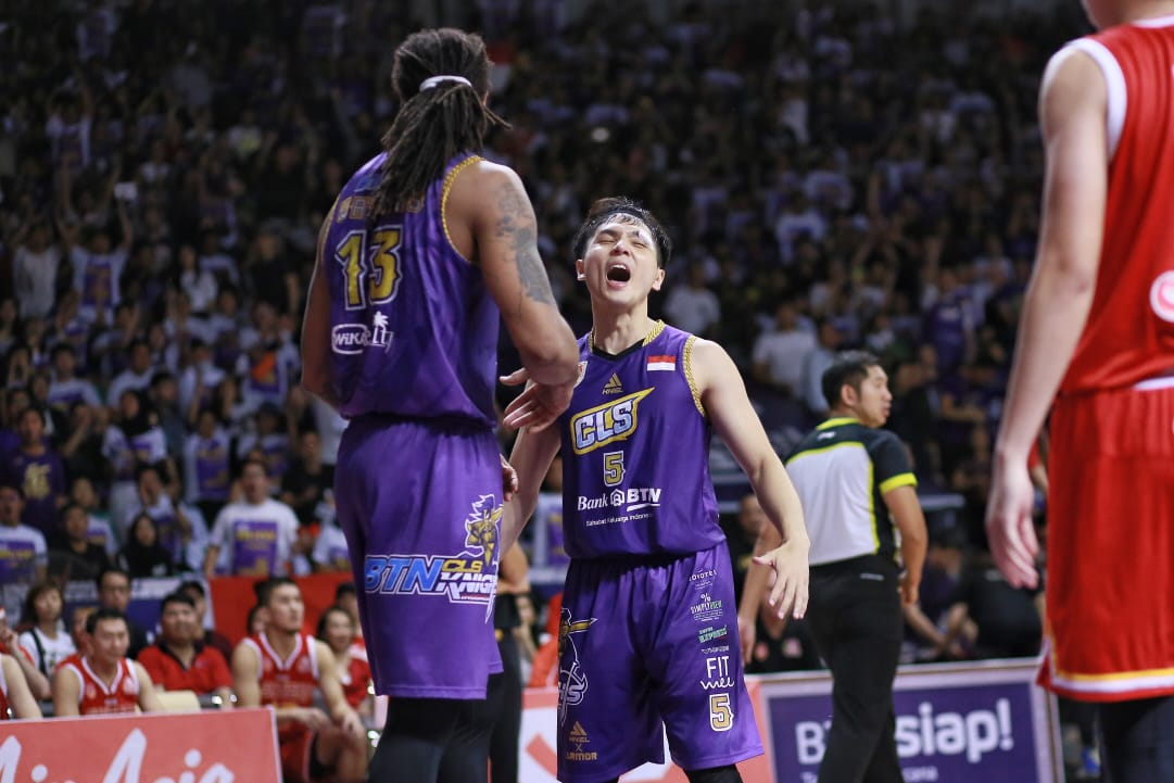 https: img.okeinfo.net content 2019 05 09 36 2053307 kalah-di-final-game-ketiga-cls-knights-tertinggal-1-2-dari-singapore-slinggers-FZYpdMfF40.jpeg