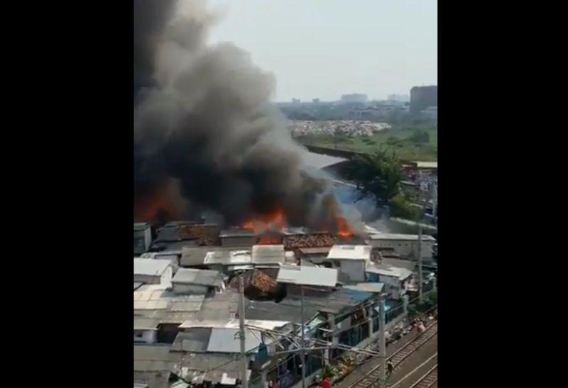 https: img.okeinfo.net content 2019 05 11 338 2054527 ledakan-kompor-diduga-jadi-penyebab-kebakaran-di-kampung-bandan-hvrQSMEGew.jpg