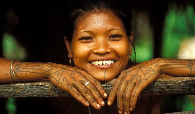 https: img.okeinfo.net content 2019 05 12 196 2054555 5-tradisi-tak-biasa-di-indonesia-nikah-sedarah-hingga-kepala-manusia-jadi-mas-kawin-51AsOETpqr.jpg