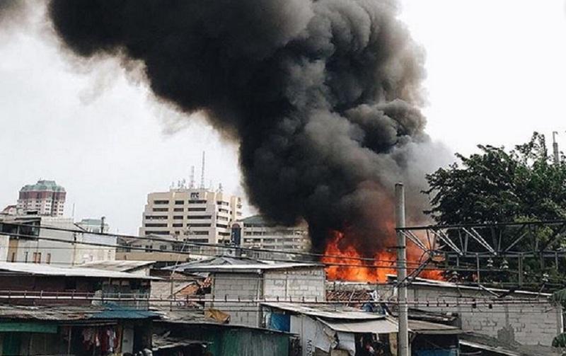 https: img.okeinfo.net content 2019 05 12 338 2054630 polisi-akan-gelar-olah-tkp-lokasi-kebakaran-kampung-bandan-oSPJxw0Aiz.jpg
