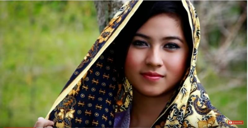 https: img.okeinfo.net content 2019 05 12 612 2054714 cantik-dan-pekerja-keras-keistimewaan-gadis-asal-madura-RTNU1xJqKG.png