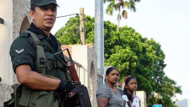 https: img.okeinfo.net content 2019 05 13 18 2054806 polisi-sri-lanka-terapkan-jam-malam-usai-toko-milik-muslim-diserang-massa-hwlXIlrfLd.jpg