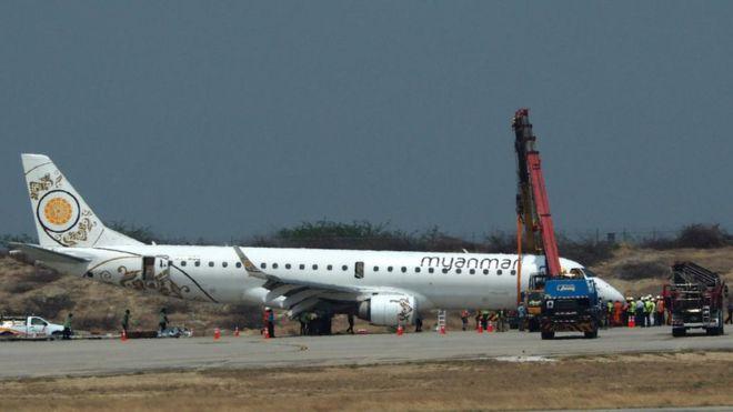 https: img.okeinfo.net content 2019 05 13 18 2054874 pilot-di-myanmar-berhasil-daratkan-pesawat-walaupun-tanpa-roda-depan-YFVZj0Tuhc.jpg
