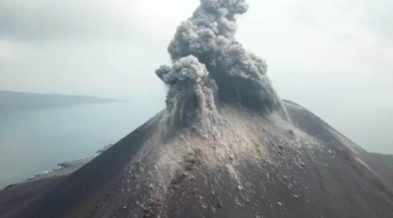 https: img.okeinfo.net content 2019 05 13 337 2054930 gunung-anak-krakatau-dilanda-20-kali-erupsi-dan-72-gempa-pekan-lalu-LIjU73EfG3.jpeg
