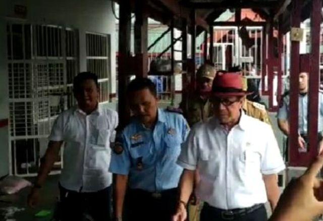 https: img.okeinfo.net content 2019 05 13 340 2055263 pemicu-kerusuhan-rutan-siak-menkumham-minta-tahanan-perempuan-dipindah-tLn95uQyvZ.jpg