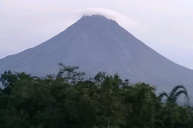 https: img.okeinfo.net content 2019 05 13 510 2054909 gunung-merapi-alami-7-kali-gempa-guguran-dalam-6-jam-4THo3rVqaV.jpg