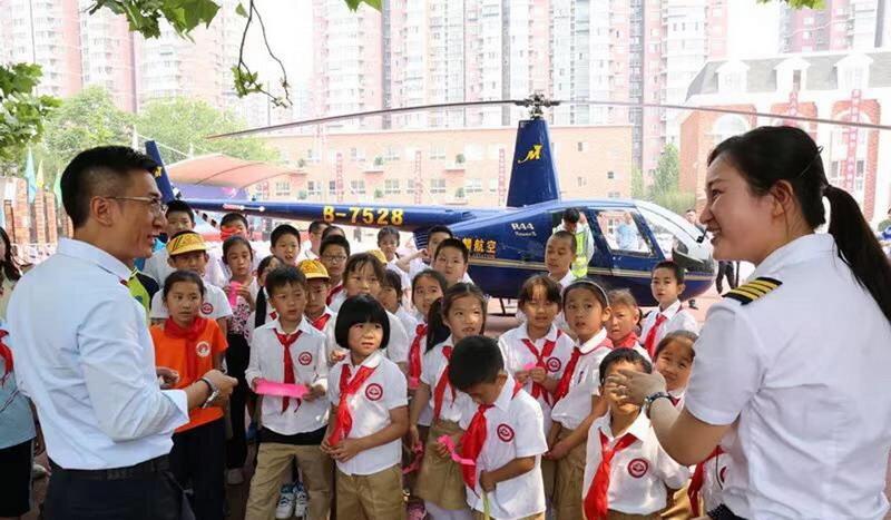 https: img.okeinfo.net content 2019 05 14 18 2055572 seorang-ayah-di-china-kirim-helikopter-ke-sekolah-untuk-tugas-sains-putrinya-5yC1sIaI3P.jpg