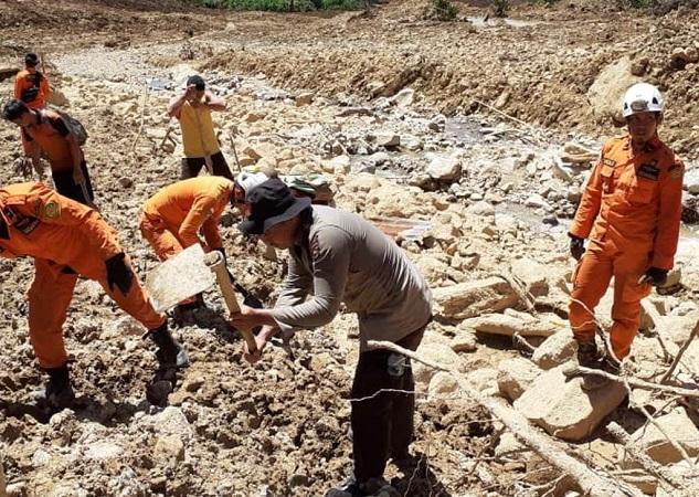 https: img.okeinfo.net content 2019 05 14 340 2055667 korban-tewas-akibat-banjir-bengkulu-bertambah-menjadi-25-orang-3-lainnya-masih-hilang-zSmAEeQMrZ.jpeg