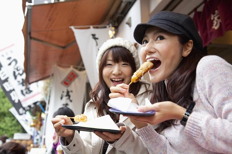 https: img.okeinfo.net content 2019 05 14 406 2055726 kota-di-jepang-ini-melarang-turis-untuk-makan-sambil-jalan-GdDv4MP6Gm.jpg