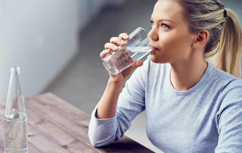 https: img.okeinfo.net content 2019 05 14 481 2055550 7-cara-pastikan-tubuhmu-terhidrasi-setiap-hari-CmUAzemCfK.jpg