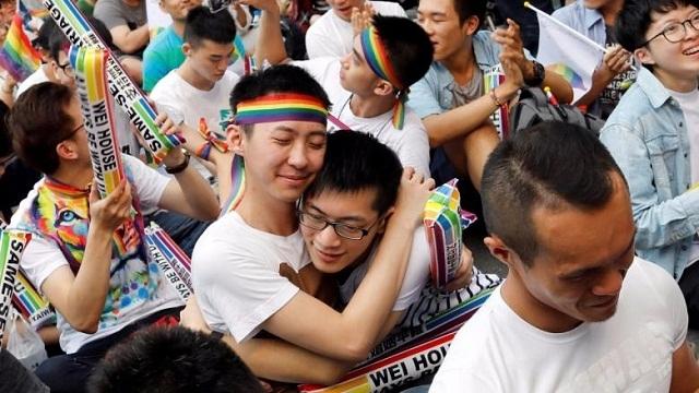 https: img.okeinfo.net content 2019 05 17 18 2056988 taiwan-menjadi-negara-pertama-di-asia-yang-melegalkan-pernikahan-sesama-jenis-IO3S52Ca97.jpg