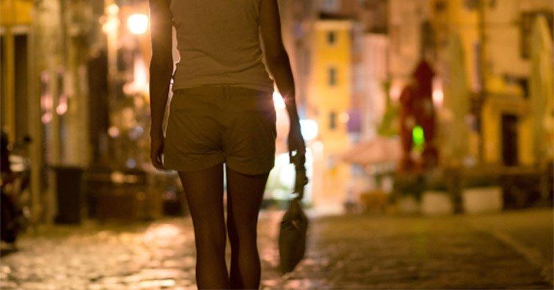 https: img.okeinfo.net content 2019 05 17 340 2056735 prostitusi-online-di-sintang-terbongkar-pelanggannya-pejabat-dan-tarif-kencan-rp3-juta-jZokun4Fu3.jpg