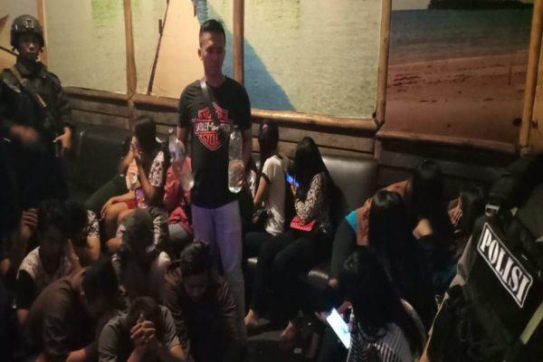 https: img.okeinfo.net content 2019 05 17 512 2056919 30-orang-terjaring-razia-di-tempat-karaoke-solo-CN3u24hjIM.jpg