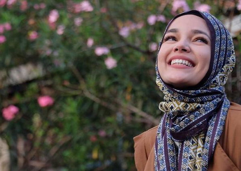 https: img.okeinfo.net content 2019 05 17 616 2057050 dewi-sandra-berbagi-tips-khatam-alquran-saat-ramadan-ziO6giF7CS.JPG