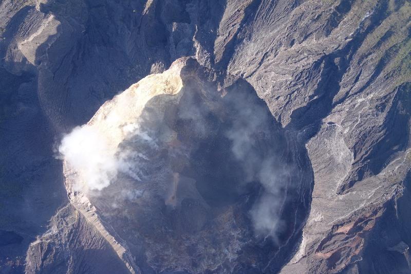 https: img.okeinfo.net content 2019 05 18 244 2057265 gunung-agung-erupsi-cukup-besar-lontaran-lava-pijar-sejauh-2-500-meter-ozON1BkjQS.jpg