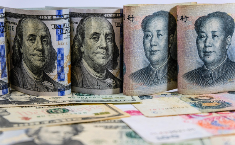 Dolar dan Yuan (Shutterstock)