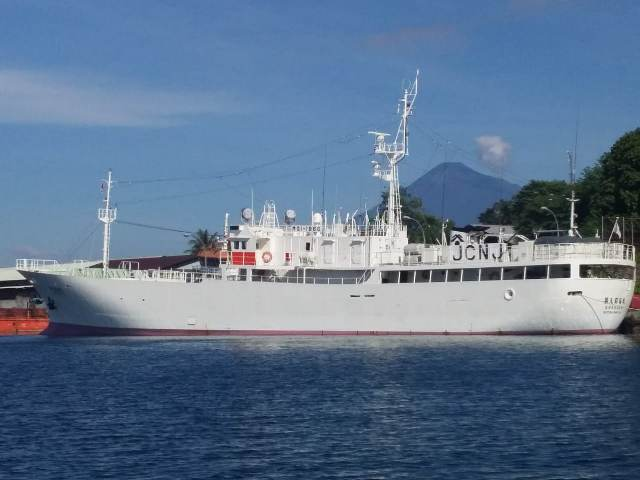 https: img.okeinfo.net content 2019 05 20 337 2057765 kp-hiu-05-periksa-kapal-ikan-jepang-di-zeei-laut-sulawesi-fhpYqhMELh.jpg