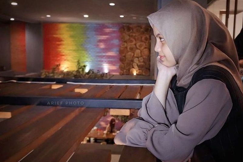 https: img.okeinfo.net content 2019 05 22 196 2059168 pedangdut-putri-isnari-dalam-balutan-hijab-masya-allah-cantiknya-86E9e3Ph53.jpg