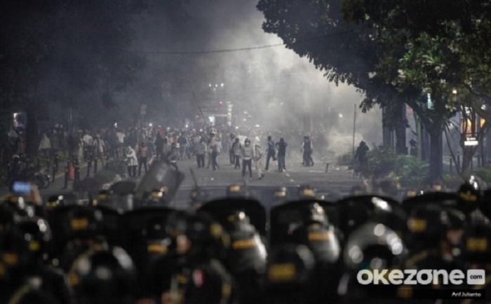 https: img.okeinfo.net content 2019 05 22 481 2059014 terpapar-gas-air-mata-di-aksi-22-mei-bisa-membuat-penglihatan-buram-M3PPU8pxJl.jpg