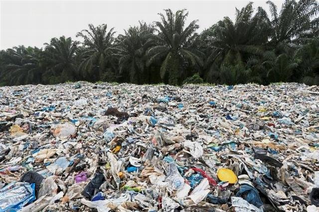 https: img.okeinfo.net content 2019 05 23 18 2059643 malaysia-kembalikan-sampah-plastik-ke-negara-asal-9CnrHjGXxx.JPG
