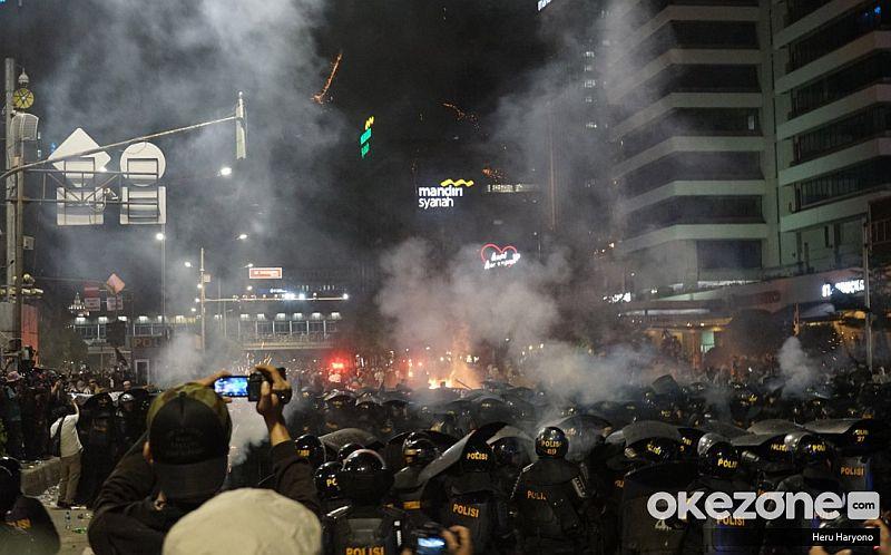 https: img.okeinfo.net content 2019 05 23 337 2059630 belajar-dari-bentrok-aksi-21-22-mei-mentalitas-berdemokrasi-harus-diperbaiki-CnUhr42UjW.jpg
