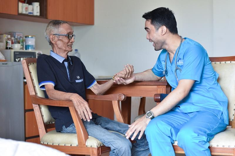 https: img.okeinfo.net content 2019 05 23 481 2059365 mengenal-home-care-insan-medika-solusi-untuk-perawatan-maksimal-di-rumah-PU8E5SBgdg.jpg