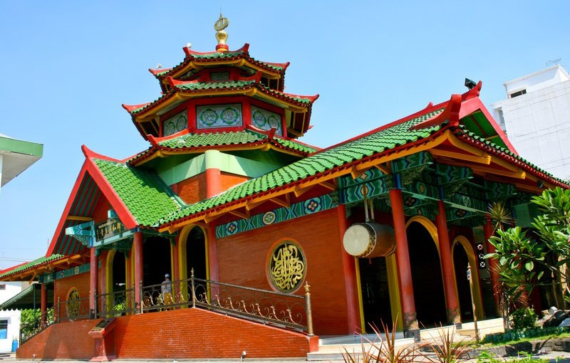 https: img.okeinfo.net content 2019 05 23 614 2059504 wisata-religi-masjid-cheng-ho-surabaya-mosaik-islam-dalam-sentuhan-china-87EAUpOYYB.jpg