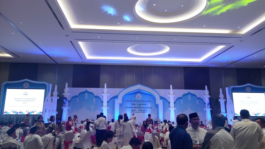 https: img.okeinfo.net content 2019 05 24 320 2060065 presiden-jokowi-dan-sri-mulyani-buka-bareng-pengusaha-laNTnbuAL7.jpg