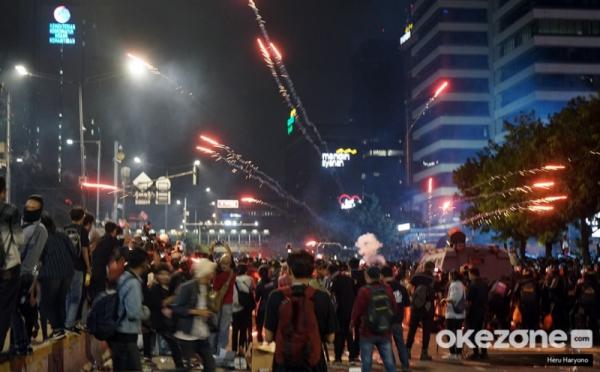 https: img.okeinfo.net content 2019 05 24 337 2060039 polisi-diminta-tindak-tegas-provokator-kerusuhan-aksi-21-22-mei-b6ORWVYhvl.jpg