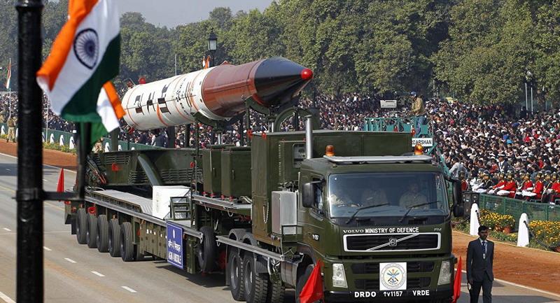 https: img.okeinfo.net content 2019 05 25 18 2060280 india-lakukan-uji-coba-bom-500-kg-di-dekat-perbatasan-pakistan-qrxVhZGPMj.jpg