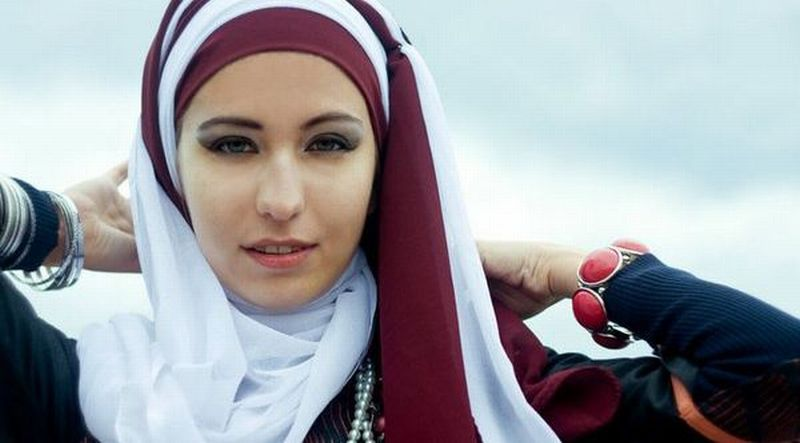 https: img.okeinfo.net content 2019 05 25 194 2060386 inspirasi-style-hijab-untuk-lebaran-dari-zaskia-mecca-hingga-dewi-sandra-gyi9kTCMbr.jpg