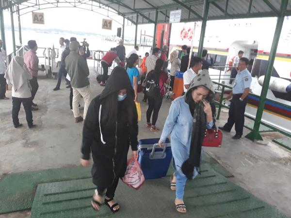 https: img.okeinfo.net content 2019 05 25 340 2060371 351-tki-ilegal-di-malaysia-dideportasi-ke-nunukan-5IwNFkRSmu.jpg