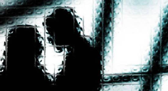 https: img.okeinfo.net content 2019 05 27 510 2060712 istri-dikencani-pria-lain-suami-ngamuk-sambil-acungkan-golok-Kb4iFnt5kJ.jpg