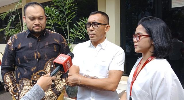 https: img.okeinfo.net content 2019 05 28 337 2061349 dianiaya-saat-liput-aksi-22-mei-jurnalis-cnn-indonesia-lapor-ke-propam-polri-SSbDMPAI1L.jpg