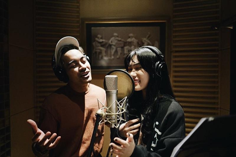 https: img.okeinfo.net content 2019 05 29 205 2061942 soundtrack-aladdin-versi-isyana-sarasvati-dan-gamaliel-tembus-1-juta-pendengar-zCnaOdStJE.jpg