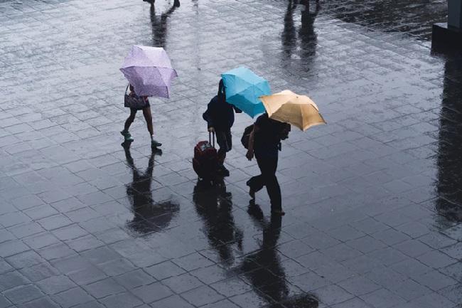 https: img.okeinfo.net content 2019 05 29 338 2061986 jakarta-selatan-dan-timur-diprediksi-diguyur-hujan-pada-siang-hari-IzoxtppIT3.jpg