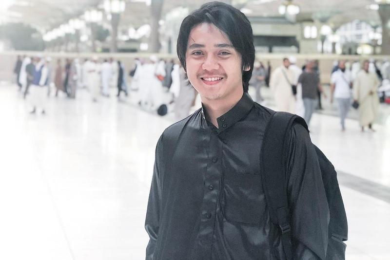 https: img.okeinfo.net content 2019 05 31 33 2062500 tak-mudik-arbani-yasiz-habiskan-libur-lebaran-di-malaysia-jnuSxlbGpA.jpg