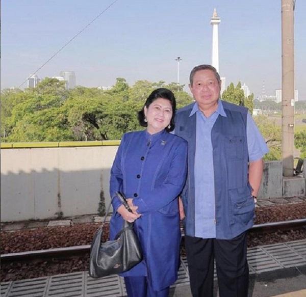 https: img.okeinfo.net content 2019 06 01 196 2062914 43-tahun-sby-setia-dampingi-ani-yudhoyono-ini-cerita-terakhir-sebelum-wafat-mmm7Zq7vFw.jpg